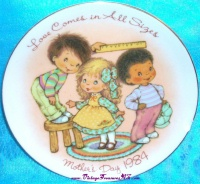 Image for Avon Mother's Day Vintage 1984 'Love Comes in All Sizes' Collector Plate <b><span style='color:red'>			  *****FIRST CLASS SHIPPING INCLUDED – DOMESTIC ORDERS ONLY!*****  </span></b><span style='color:purple'>