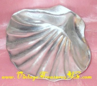 Image for Wilton Armetale Metal Clam Shell Footed Candy Dish/Serving Bowl (Cocktail Party Appetizers/Hors d' Oeuvres/Snacks) Vintage ca 1977  <b><span style='color:red'>*****PRIORITY MAIL SHIPPING INCLUDED – DOMESTIC ORDERS ONLY!*****</span></b><span style='color:purple'>
