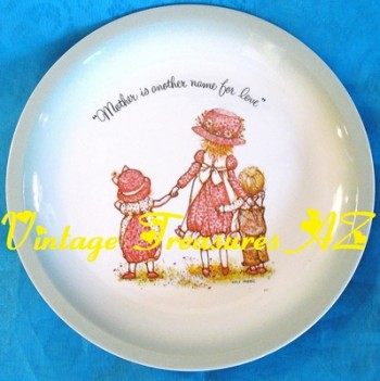 """Holly Hobbie Collector's Edition Mother's Day Plate """"Mother Is Another Name  for Love"""" Vintage 1972 American Greetings (Holly Hobby) ***USPS PRIORITY"""