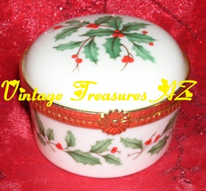 Image for Lenox China Holiday Pattern Hollies/Holly & Berries/Berry Gold-trimmed Hinged Trinket/Jewelry/Ring Box Vintage ca 1970s   <b><span style='color:red'> USPS PRIORITY MAIL SHIPPING INCLUDED – DOMESTIC ORDERS ONLY!</span></b><span style='color:purple'>