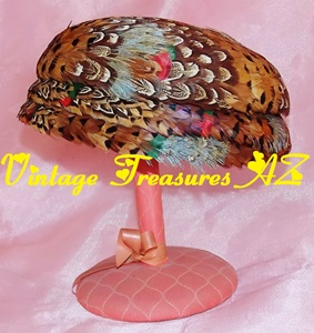 Image for Pheasant Pillbox Vintage Hat J L Hudson & Co Detroit Bird Feathers Ladies ca 1930s-1960s Mad Men/Jackie O-style  <b><span style='color:red'>USPS PRIORITY MAIL SHIPPING INCLUDED – DOMESTIC ORDERS ONLY!</span></b><span style='color:purple'>